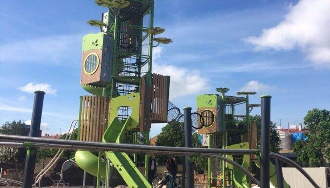 ФОТО: В Риге открылась самая большая детская площадка
