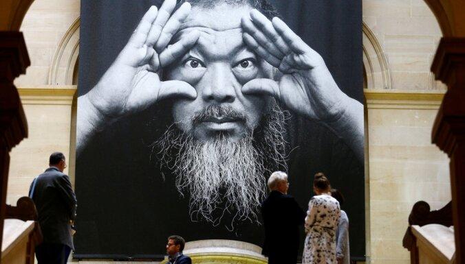 Slavenais ķīniešu mākslinieks AI Veivejs radījis īpaša dizaina sejas maskas