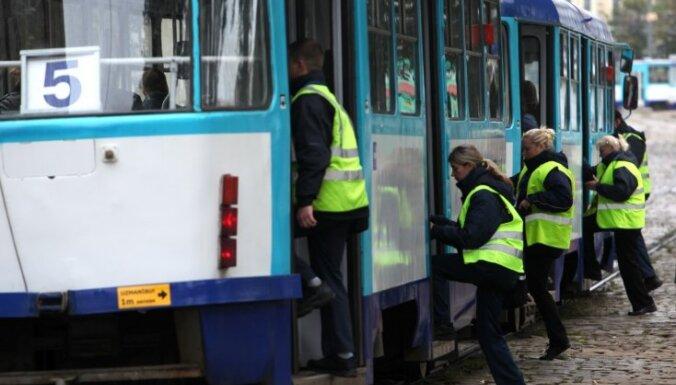 Rīgas sabiedriskajā transportā drīz parādīsies maskējušies kontrolieri