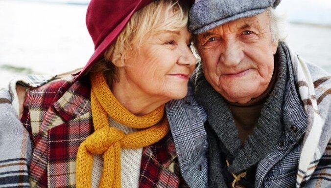 Pret Covid-19 potētiem senioriem 20 eiro pabalstu sāks maksāt novembrī, lemj MK