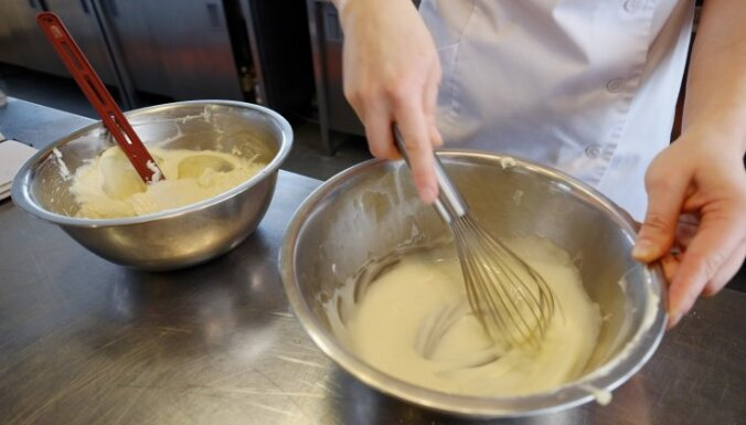 Neceptās siera kūkas gatavošana – kā sadraudzēties ar želatīnu