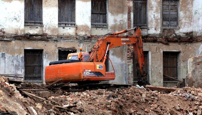 VNĪ в этом году снесет 51 развалину