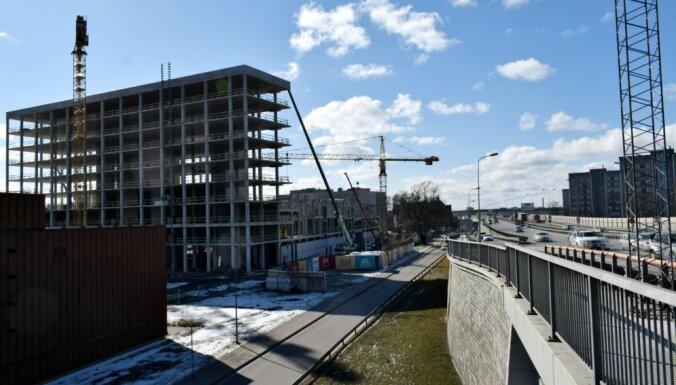Из-за строительства Akropole ограничивают движение по ул. Саласпилс и Маскавас в Риге