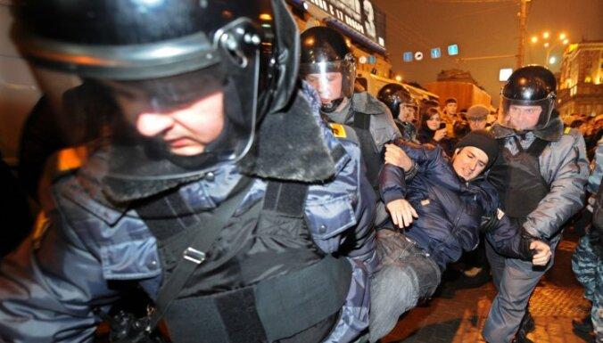Krievijas vēlēšanas: protestu izdzenāšanā policija rīkojusies skarbi