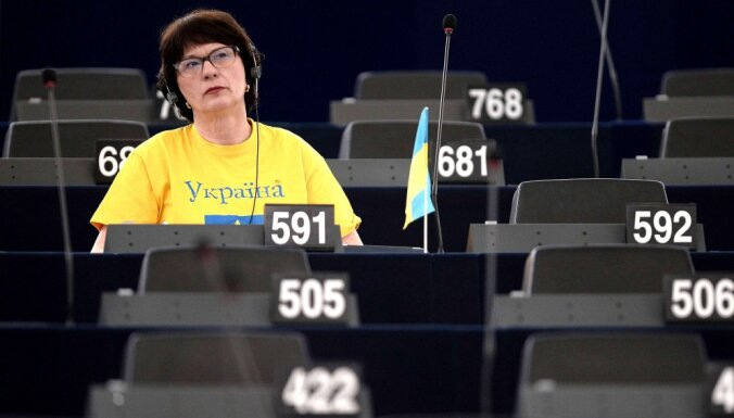 Опрос: на выборах в Европарламент латвийцы больше всего будут голосовать за Ушакова, Домбровскиса и Калниете