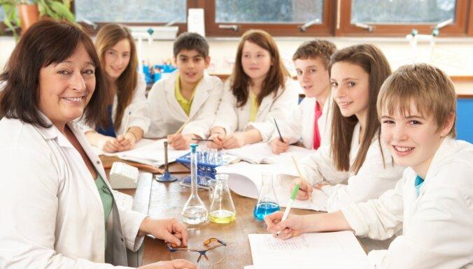 В 18 школах Даугавпилса установят бесконтактные термокамеры, измеряющие температуру учеников