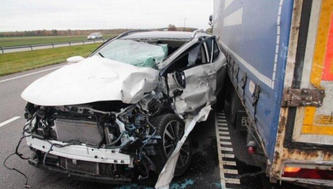 Серьезная авария на трассе под Каунасом: в ДТП попал дальнобойщик из Латвии