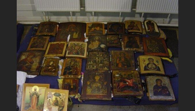 У контрабандистов изъяли более 140 икон