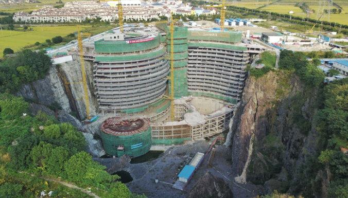 Video: Ķīnā pamestā pazemes šahtā būvē izsmalcinātu viesnīcu