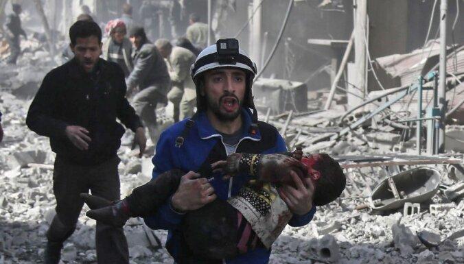 """Кто такие сирийские """"Белые каски"""" и почему вокруг них столько споров?"""
