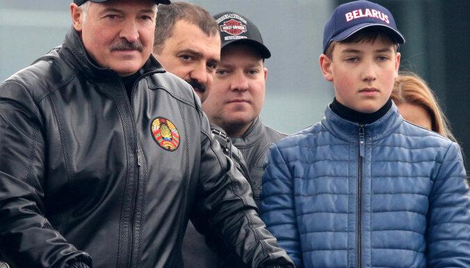 Лукашенко: Россия предложила Беларуси покупать нефть по цене выше мировой