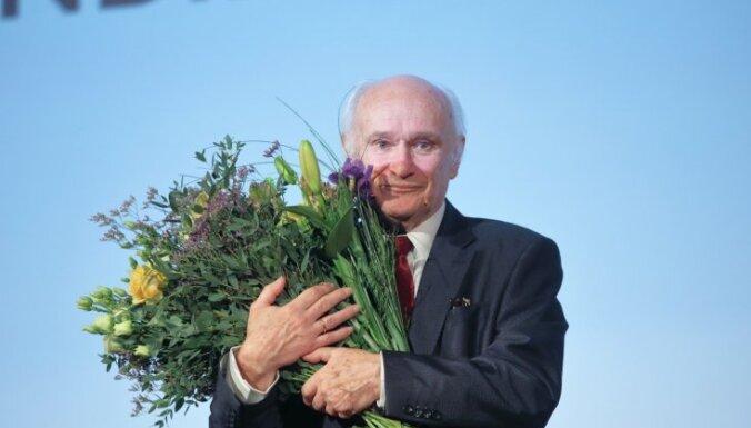 Foto: Ar mūža balvas laureātu godināšanu sācies 'Lielais Kristaps'