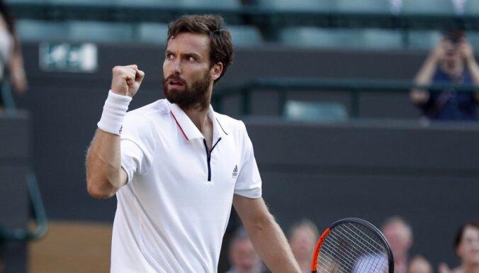 Gulbis ar pārliecinošu sniegumu sasniedz 'Australian Open' pamatturnīru