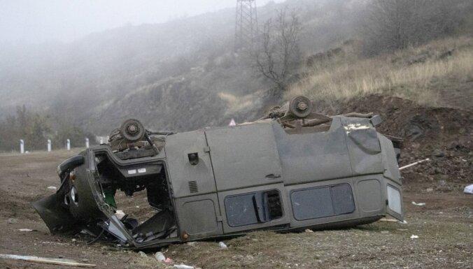 Kalnu Karabahas kara zaudētāja Armēnija atceļ karastāvokli
