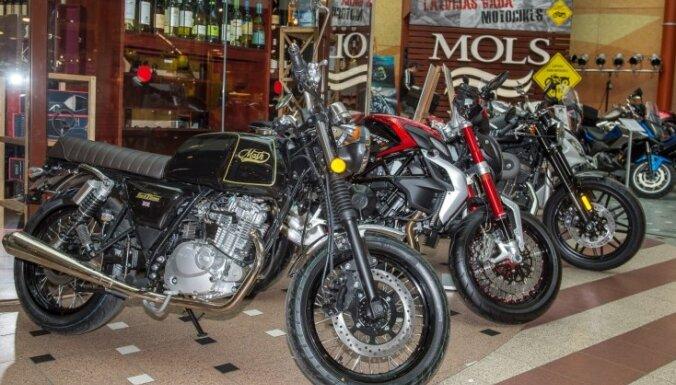 Foto: Unikāli pašbūvētie un jaunākie motociklu modeļi 'Molā'