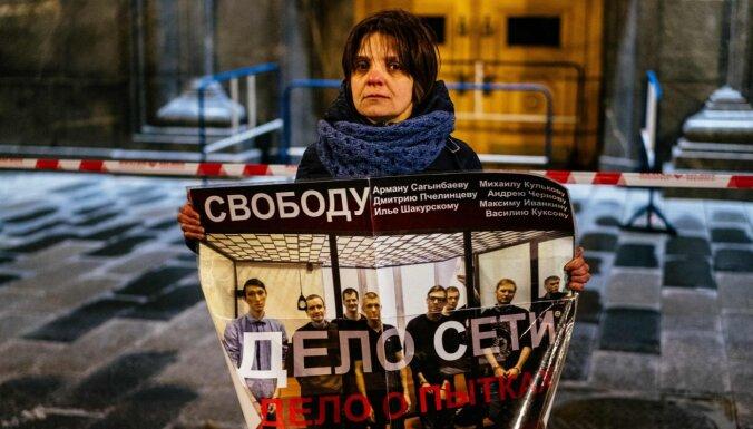Maskavā protestē pret cietumsodu piespriešanu 'terorismā' apsūdzētiem jauniešiem