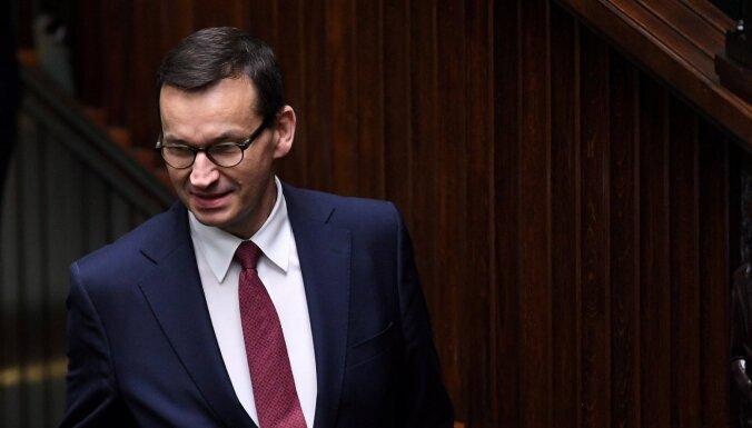 Polijā un Lietuvā no Baltkrievijas var ieplūst 10 000 migrantu, brīdina Polijas premjers