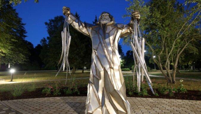 Foto: Engurē tapis skulptūru un vides objektu parks par godu zušiem