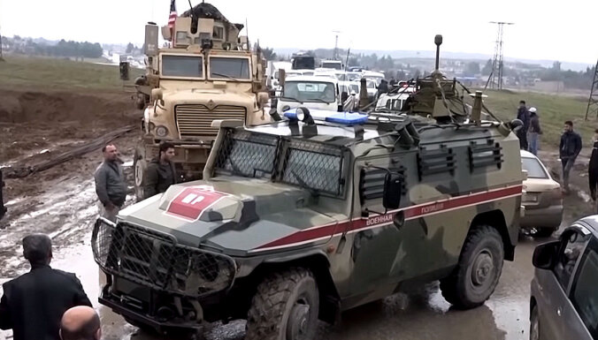 Video: Kā amerikāņi bloķēja krievu konvoja ceļu uz Sīrijas kurdu naftas lauku