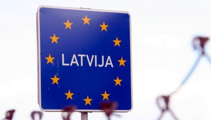 Uz robežas notver Krievijas pilsoni ar viltotiem dokumentiem; liedz Latviju atstāt nepilngadīgajam