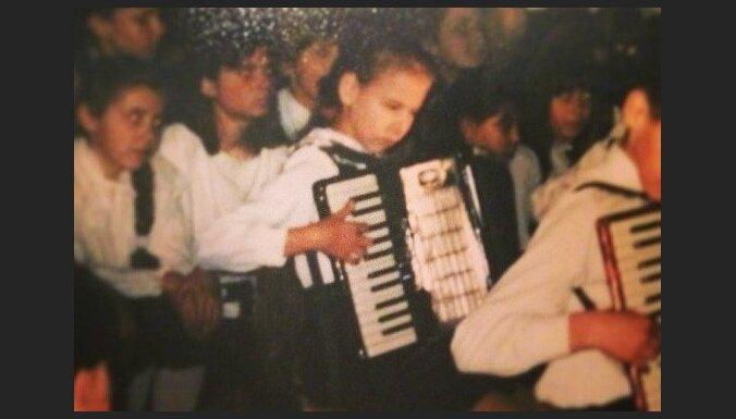 Arī LieneCandy atrāda savas bērnības bildes