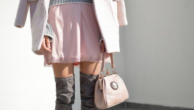 Septiņi stilīgi apģērbu komplekti dzestram laikam