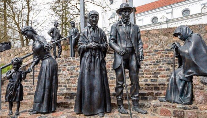 ФОТО. Наследие художника Розенталса: в Салдусе установлены 7 бронзовых скульптур