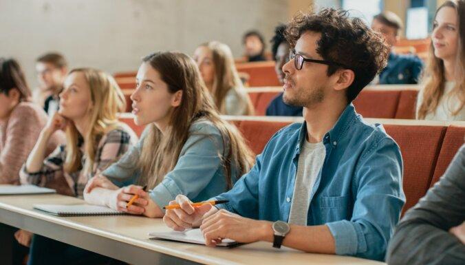 Pētījums: Kur ved skolu absolventu tālākie ceļi?