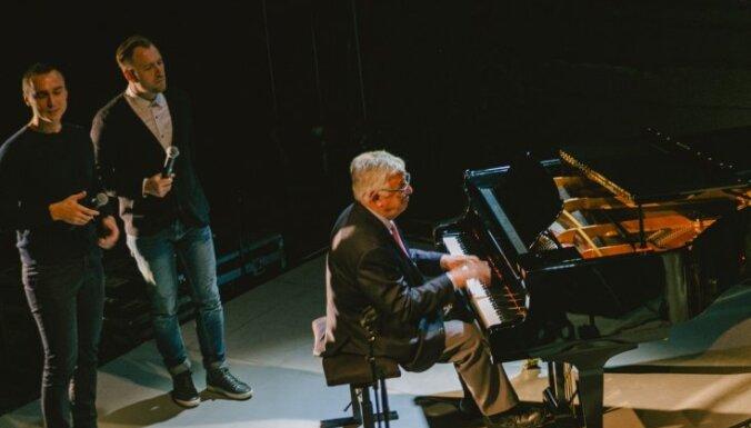 Foto: Maestro un Latvijas mūzikas zieds Auziņa albuma atklāšanā