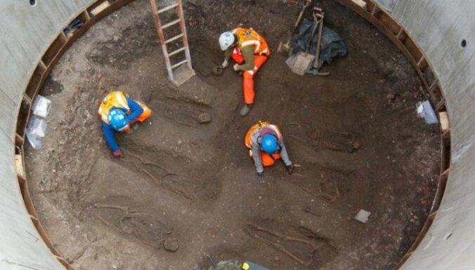 Metro būvnieki Londonā atrod melnās nāves upuru kapus