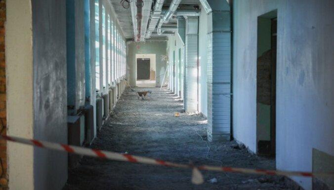 В школе после реконструкции обвалился потолок