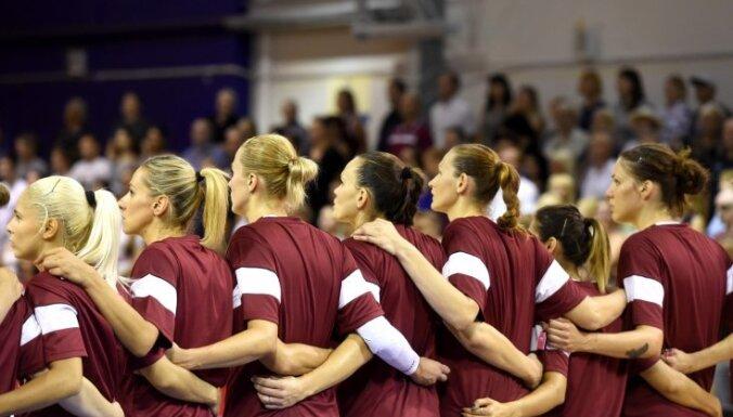 Latvijas sieviešu basketbola izlase saspringtā pārbaudes turnīra spēlē zaudē Krievijai