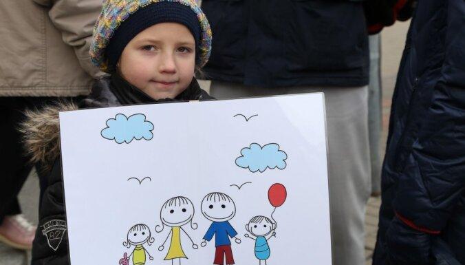 ФОТО: в Риге прошло шествие в поддержку традиционной семьи