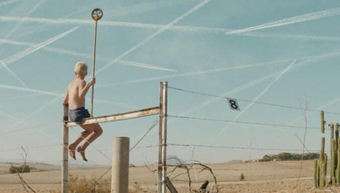 Noskaties! 'Arcade Fire' sniedz ieskatu jaunajā albumā 'Everything Now'