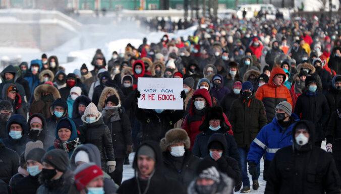 Latvija nosoda protestētāju aizturēšanu Krievijā, norāda ĀM