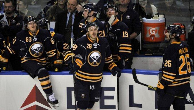 Girgensona un Ķēniņa klubiem smagi zaudējumi NHL