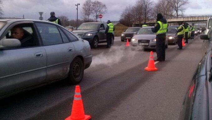 Ceļu policija izgājusi dzērājšoferu 'medībās'