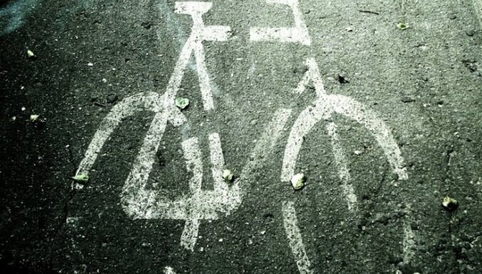 Talsos auto nāvējoši notriec velosipēdistu