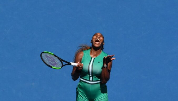 Джокович вышел в полуфинал Australian Open, Плишкова чудом обыграла Серену