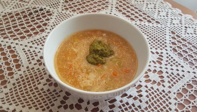 Kvinojas zupa ar pesto