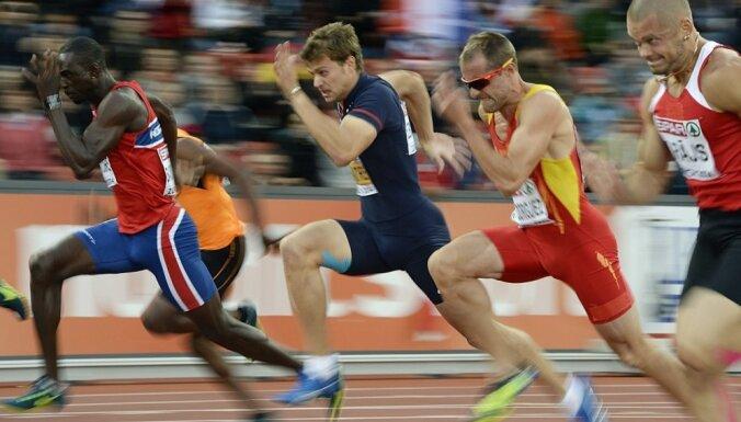 Vieglatlēti smīkņā par futbolistu sprinteru spējām, piedāvā derības