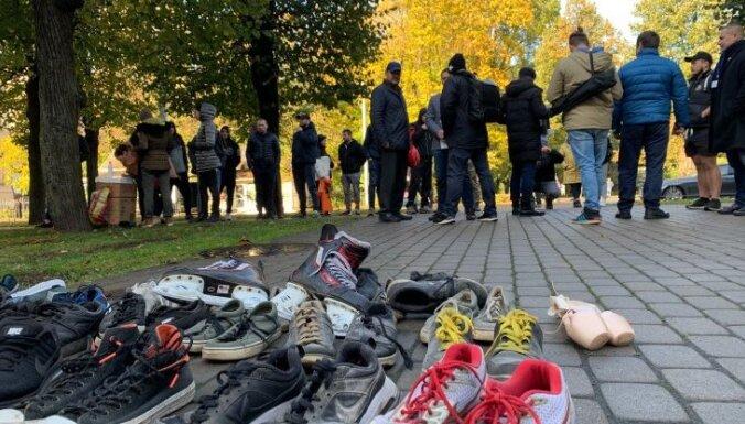 ВИДЕО: в Риге состоялась акция протеста против запрета на групповые тренировки внутри помещений