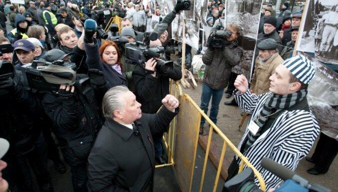 Козловскис продвигает поправки об ограничении акций 16 марта и 9 мая
