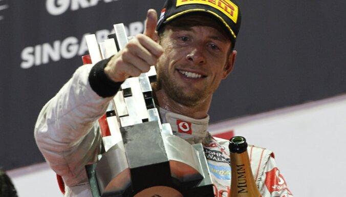 Сезон Формулы-1 стартовал победой Баттона, Петров сошел
