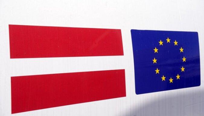 Imants Uzkliņģis: Viltotie Latvijas karogi - valsts galvenā simbola šausmīga pazemošana