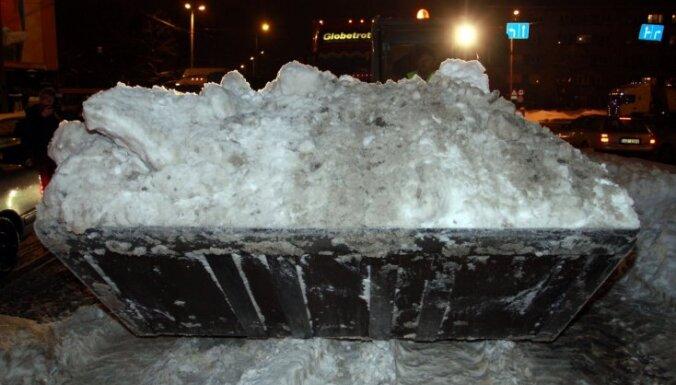 Мэр Кишинева наказан за езду на снегоуборочной машине