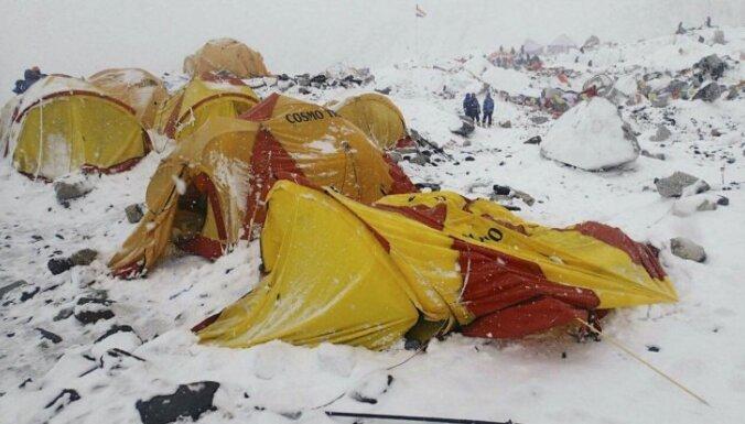 Почему на Эвересте стали гибнуть так часто? Четыре причины