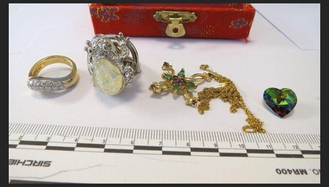 Полиция все еще ищет владельцев изъятых драгоценностей
