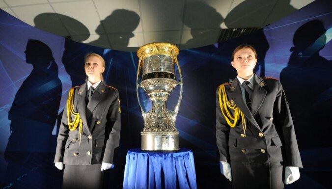 Gagarina kausu uz Kazaņu vedīs īpašā vilciena vagonā
