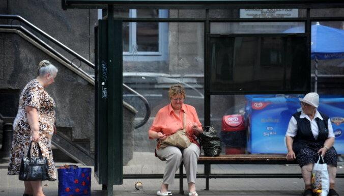 Пенсионеры: расписание на остановках — неправильное, а интернет есть не у всех